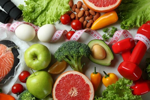 白いテクスチャ背景、トップ ビューで健康的な栄養の概念
