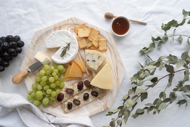 Healthy picnic meal arrangement
