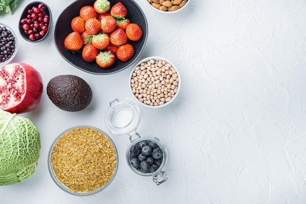 건강 제품, 평평하다, 흰색 테이블에.