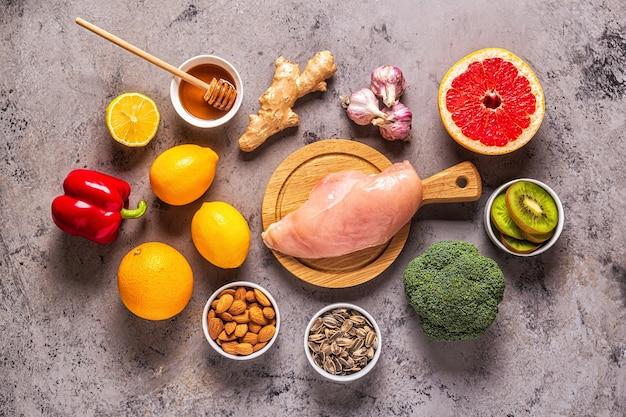 免疫力増強と風邪薬のための健康的な製品、上面図。