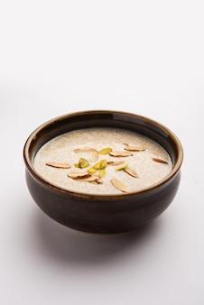 건강한 rajgira kheer 또는 아마란스 달콤한 죽