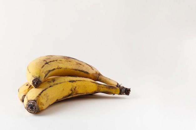 Здоровые спелые бананы