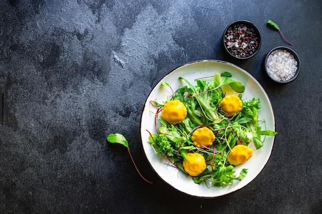 ヘルシーなサラダスカッシュとレタス野菜の新鮮な食材のセット