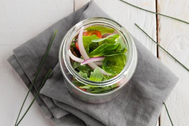 Insalata sana in vaso trasparente