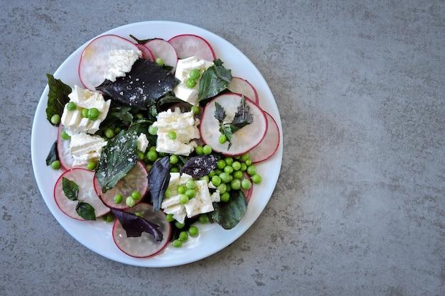 バジル大根ホワイトチーズとグリーンピースのヘルシーサラダ