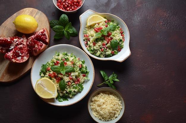 쿠스쿠스 신선한 민트 오이 석류 레몬과 올리브 오일로 건강 샐러드