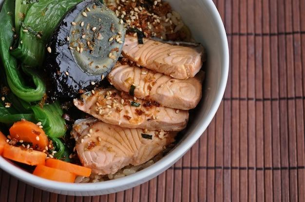 Healthy salmon and oriental salad japanese food