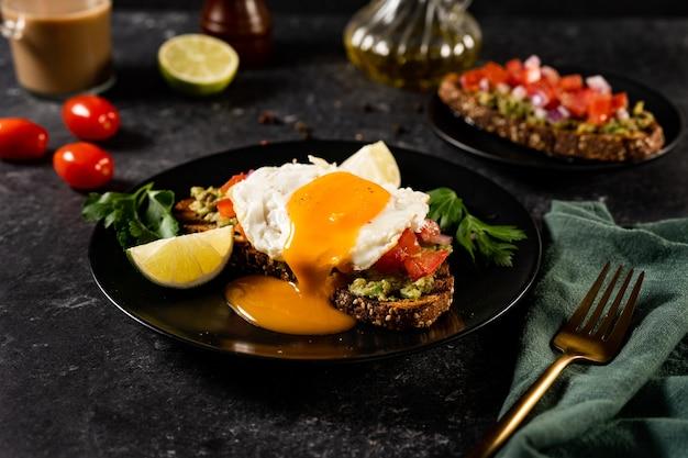 Полезный бутерброд с яйцом-пашот