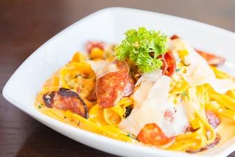 Healthy shrimp pasta fettuccine sauce