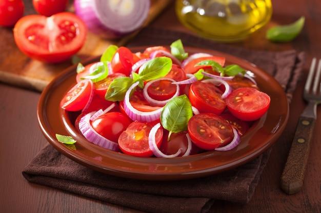オニオンバジルオリーブオイルとバルサミコ酢のヘルシートマトサラダ