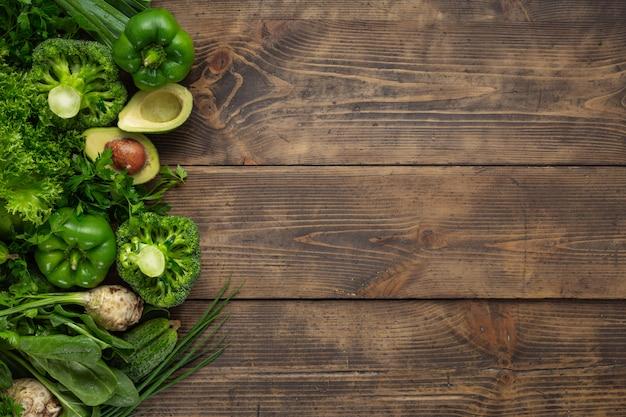 Здоровая веганская и вегетарианская еда. зеленая овощная диета