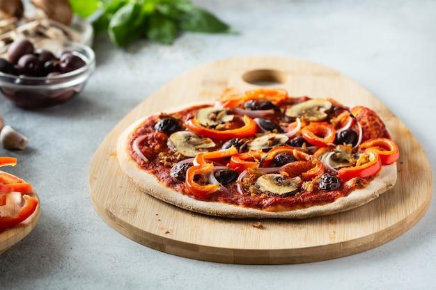 야채와 함께 건강 한 채식 피자