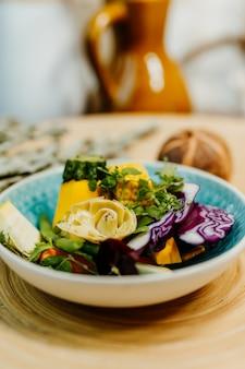 비타민이 풍부한 균형 잡힌 식단을위한 건강한 채식 음식