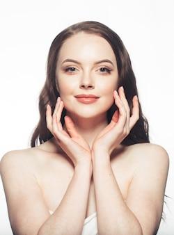 健康な女性の肌の美しさの顔の肖像画