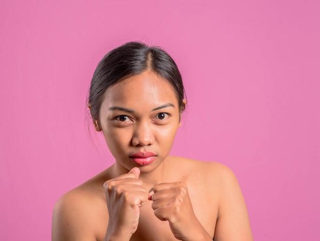 健康な若いアジア人のラテンの女性。
