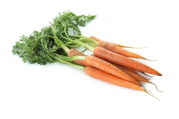 Куча моркови, изолированные на белом фоне