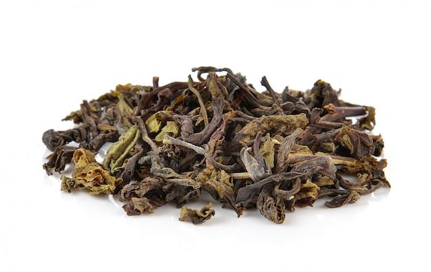 分離した乾燥した緑茶のヒープ