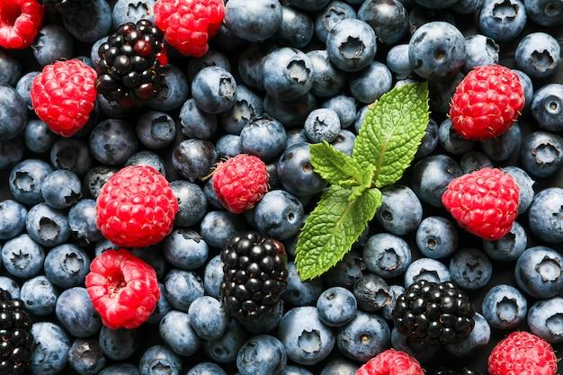 スペースとして新鮮な果実のヒープ、クローズアップ