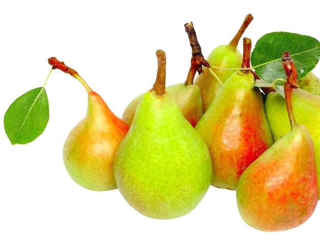 Куча спелых красных яблок. изолированные над белым.