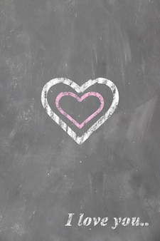 Сердце и надпись я тебя люблю на школьной доске мелом детский рисунок