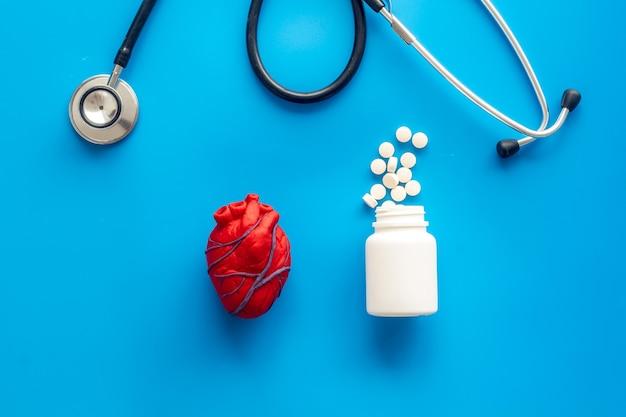 心臓と治療心臓の近くの丸薬眼圧計治療青