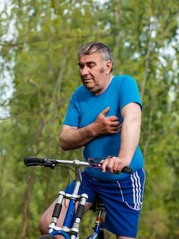 老人の自転車に乗ったときの心臓発作