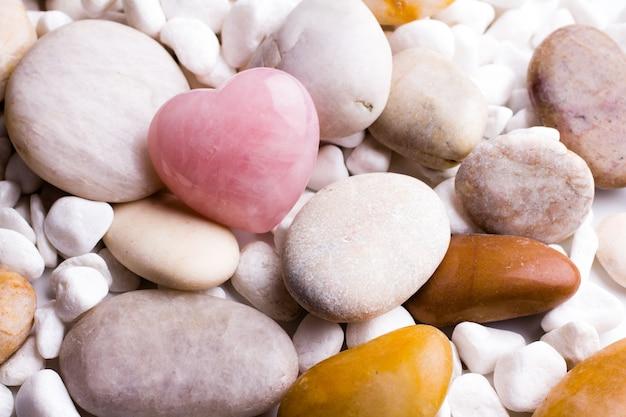 Сердце из спа-камней, на сером.