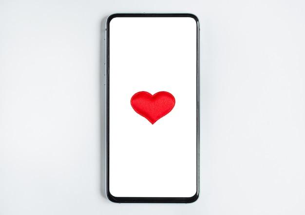 Сердце в телефоне. понятие любви в переписке.