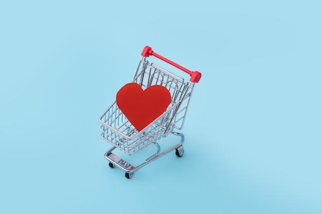 고립 된 발렌타인 데이 대 한 쇼핑 카트에 마음