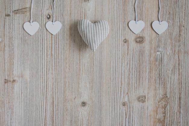 Сердце ткани и сердца, висит на веревках