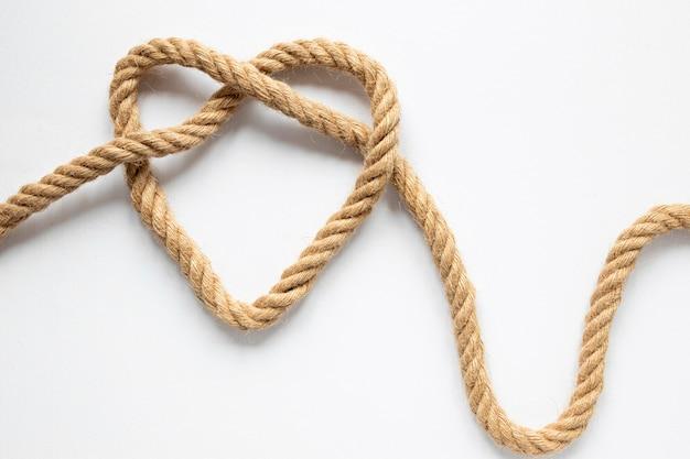 Узел веревки в форме сердца