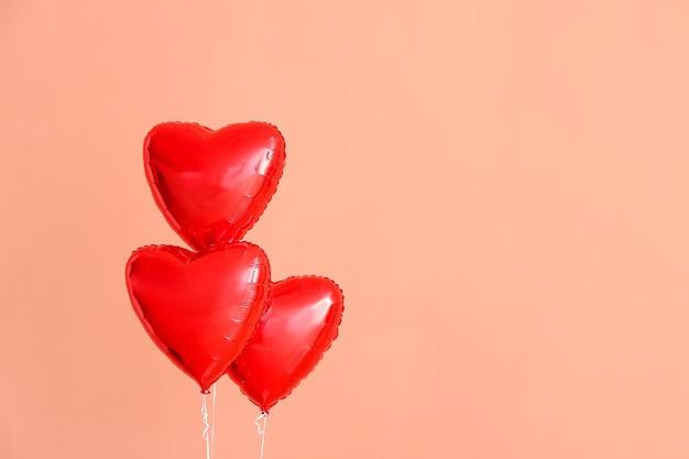 심장 모양의 핑크에 공기 풍선