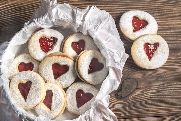 イチゴ入りハート型クッキー