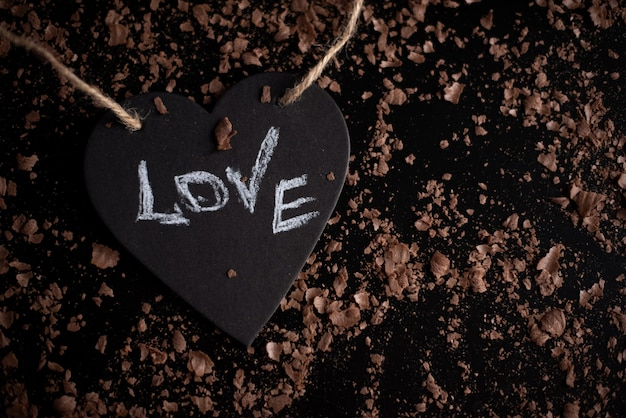 Символ сердца с надписью любовь, концепция разбитого сердца, распада, развода