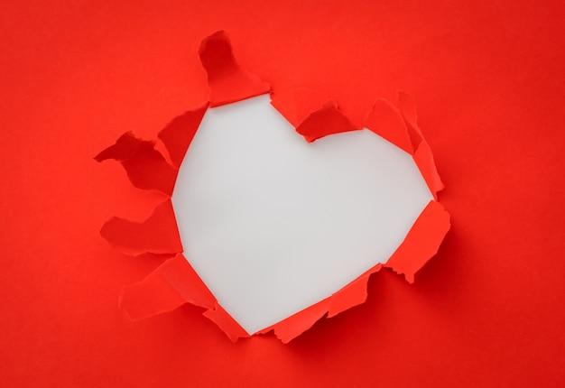 Сердце рваная бумага с пространством для текста.