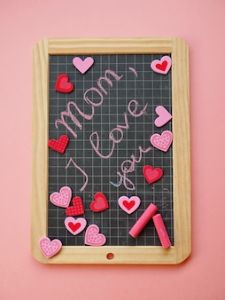 母の日に挨拶とハートと黒板