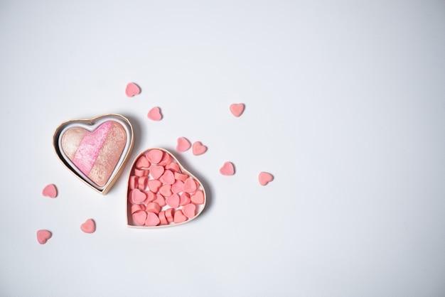 Сердца на фоне концепции день святого валентина