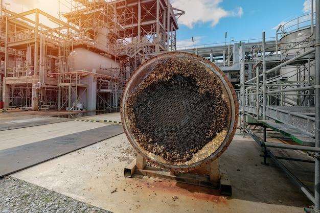 Кожух и труба теплообменника заблокированы в нефтехимической промышленности