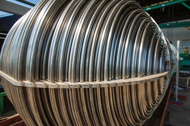 열교환기 튜브 세부사항 스테인리스 스틸로 만든 산업용 쉘 및 튜브 콘덴서 재료의 u자형 튜브 번들.