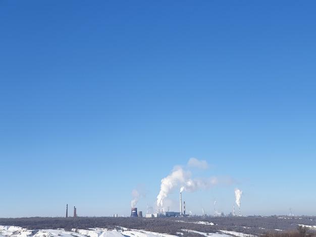 Трубы тепловых станций, выработка тепла, топливно-энергетический кризис, загрязнение воздуха предприятиями