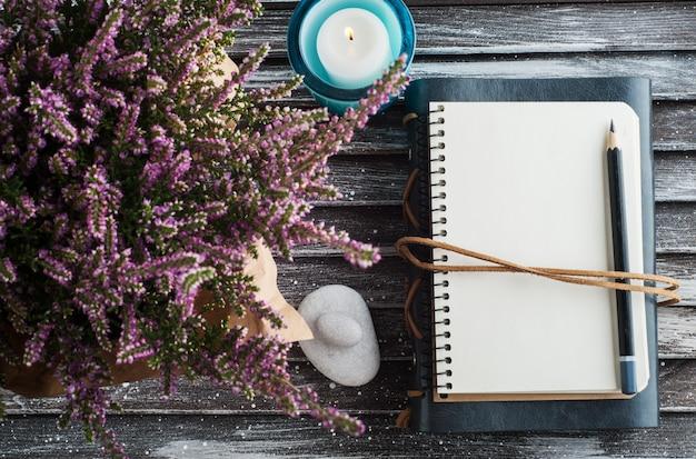 ノート、heatの花、キャンドル