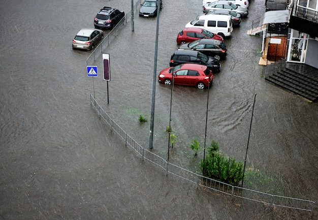 Heavy rains caused flooding on the city's roads.