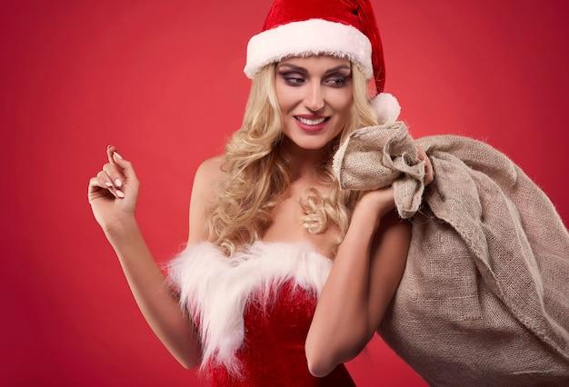 Тяжелый мешок с рождественскими подарками
