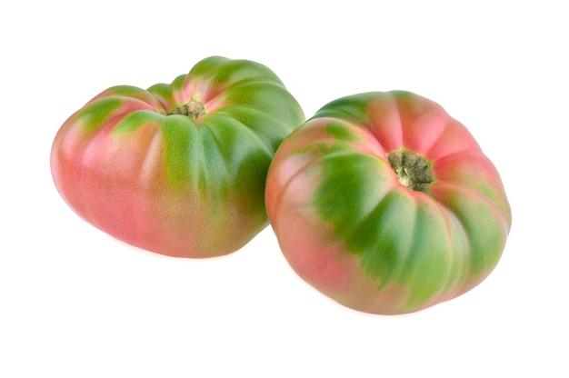 Фамильный помидор, изолированные на белом фоне