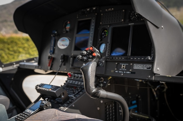 Кабина вертолета внутри кабины