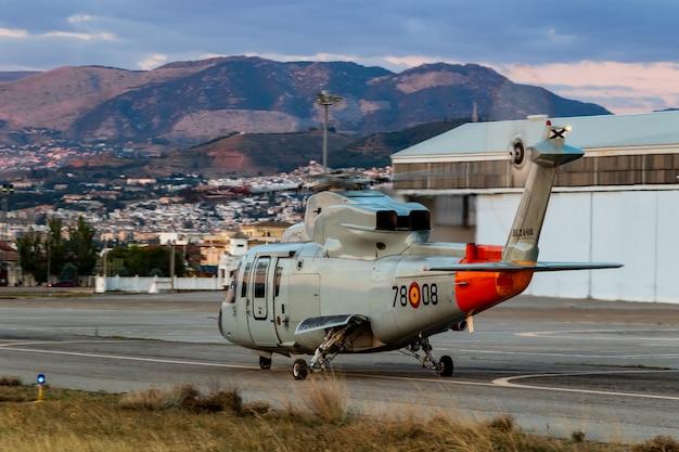 Вертолет sikorsky s-76c принимает участие