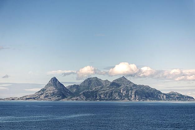 Helligvaer는 노르웨이 nordland 카운티의 bodãƒâ¸ 시정촌에있는 vestfjorden에있는 섬 그룹입니다.