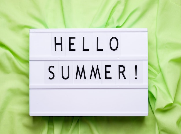 Привет, лето в лайтбоксе. зеленое пространство