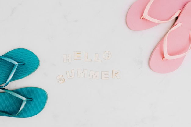 Надпись hello summer и шлепанцы