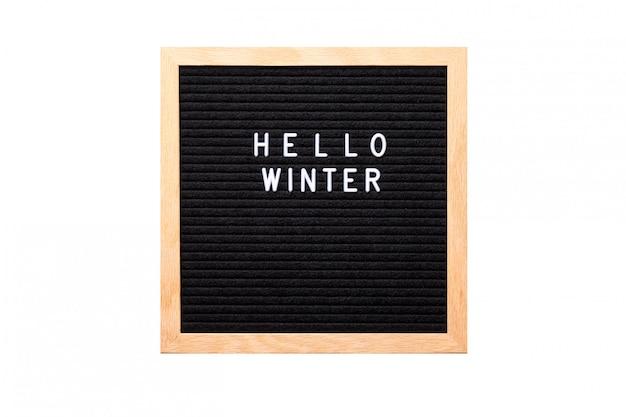 Привет зима слова на доске объявлений, изолированных на белом